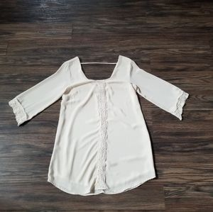 ASTR Long Sleeve blouse w/ lace detail. Sz small
